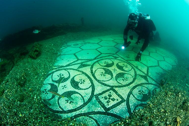 Baia Kota Kuno Yang Tenggelam Di Laut Italia