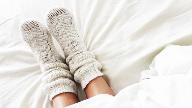 jangan Sepele, Tidur Dengan Kaus Kaki Justru Sehat Loh! post thumbnail image